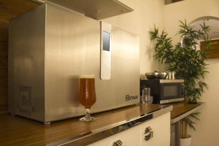 brewie-in-kitchen-1-2000x1333-700x466